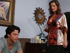 Miss Avluv comes abode to determine Seth